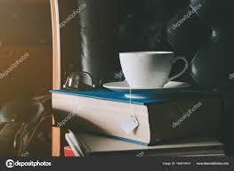 bureau d ude ouvrage d livre et thé sur le bureau d étude photographie killer 2030
