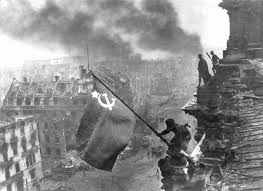 Soldier With Flag Iconic U0027flag Over Reichstag U0027 Leica To Go Under The Hammer Digital