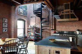 cuisine mansard la brique élément déco principal du loft contemporain