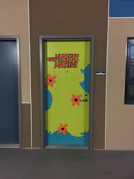 Halloween Door Decoration Contest Halloween College Dorm Door Decorations The Mystery Machine
