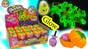 halloween peeps candy unboxing full box of 30 shopkins halloween glow in the dark