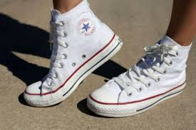 Sepatu Converse Pic punya sepatu converse putih ini cara membersihkan yang tepat money id