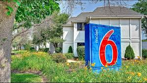 Six Flags Hours Chicago Motel 6 Chicago North Glenview Hotel In Glenview Il 47