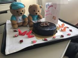 singapore airlines business class surprise birthday cake