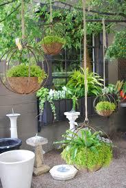 Indoor Hanging Garden Ideas Decoración De Exteriores Con Maceteros Colgantes Gardens Plants