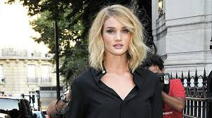 rosie huntington side parted lob hair idol rosie huntington whiteley s bendy bob hair beauty heat