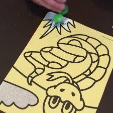 cupcake mumma creating sand art with kidsbeehappy