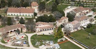 Angelina Jolie Mansion by Angelina Jolie Y Brad Pitt Venden El Castillo Donde Se Casaron
