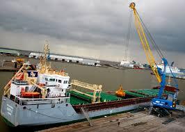 maritime journal mobile harbour crane lifts hull handling