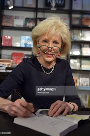 leslie stahl earrings lesley stahl photos pictures of lesley stahl getty images