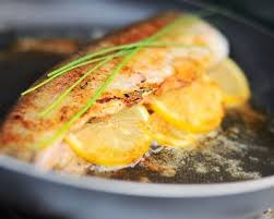 cuisiner des truites recette truite saumonée farcie au citron et thym