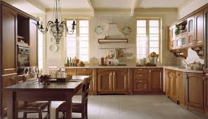 creamy white wall color and maple cabinet for classic kitchen