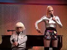 snl halloween snl peter dinklage and gwen stefani duet on u0027space pants u0027 song