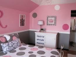 couleur mur chambre fille déco couleur mur gris et parure de lit blanc et gris
