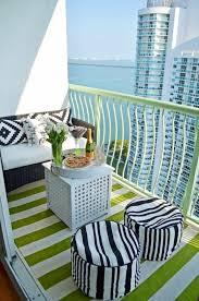 canapé balcon 1001 conseils pratiques pour aménager un petit balcon