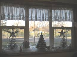 Bow Windows Inspiration Christmas Windows Christmas Wreaths For Designs Best Ideas About