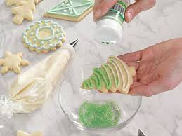 decorating cookies 6 pretty ideas for decorating christmas cookies reader s digest