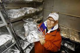 volunteer thanksgiving chicago mr thanksgiving moline man to feed 3 000 people on thanksgiving