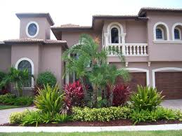 Front Of House Landscaping Ideas by Best 25 Florida Landscaping Ideas On Pinterest White