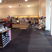 designer shoe outlet dsw designer shoe warehouse 19 photos shoe stores 13201