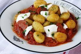 cuisine minute par marabout poêlée de gnocchis à la sauce tomate et au chorizo