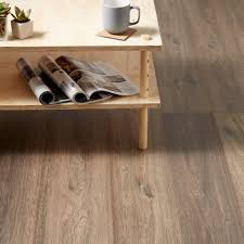 B And Q Laminate Flooring Lismore Dark Oak Effect Laminate Flooring 1 996 M Pack
