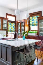 what color quartz goes with oak cabinets and stainless appliances pairing quartz countertops with oak cabinets 6 design ideas