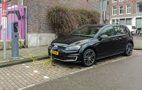 volkswagen golf gti 2015 black file black vw golf gte charging fl jpg wikimedia commons