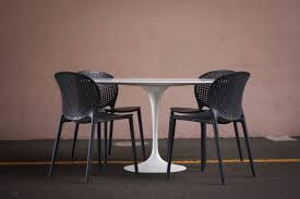 Tulip Table And Chairs Eero Saarinen For Knoll Tulip Dining Table U2014 Mid And Mod