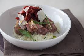 comment utiliser le romarin en cuisine recette de filet d agneau parsemé d ail et de romarin risotto aux