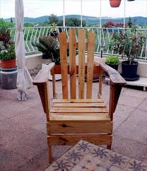 Patio Furniture Pallets by Diy Pallet Adirondack Chairs Set 99 Pallets