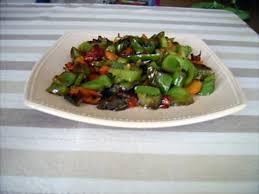 cuisiner le poivron vert recette de poivrons et vert en salade