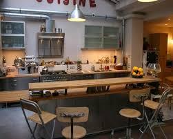 cuisine dans loft cuisine inox et bois dans loft à idée décoration de cuisines