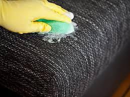 stoff sofa reinigen polstermöbel pflege bloß nicht rubbeln um die polstermöbel zu