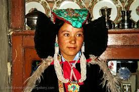 ladakh clothing pictures of india ladakh 0028 ladakhi wearing perak