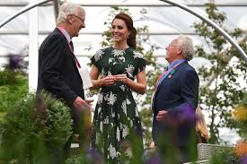 kate middleton joins queen elizabeth at chelsea flower show