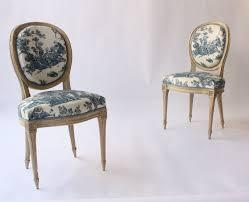 chaises medaillon suite de quatre chaises medaillon de style louis xvi en bois naturel