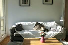 relooker un canapé en cuir recouvrir un canape housse en tissu pour canapac en cuir tissu pour