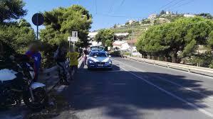 si e auto carrefour sanremo auto effettua una svolta vietata e causa incidente con una