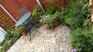 serene and minimalist garden design for beautiful small backyard