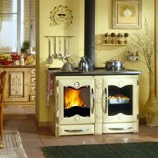 holzherd küche der multifunktionelle küchenherd spart heizung und energiekosten