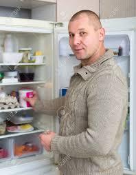 sexe dans la cuisine adulte de sexe masculin dans la cuisine prendre quelque chose du