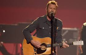 dierks bentley son dierks bentley to receive award for humanitarian work wixy com