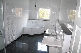 bad weiss bad schwarz weiß gefliest kogbox