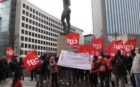 la défense des salariés mécontents devant le siège d elior le