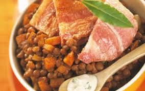 cuisiner poitrine de porc recette poitrine de porc rôtie sauce bleu et lentilles 750g