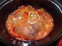 cuisiner jarret de boeuf recette de jarret de boeuf à la tomate au four
