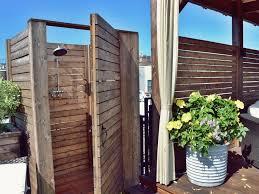 box doccia da esterno goditi una doccia in giardino idee interior designer