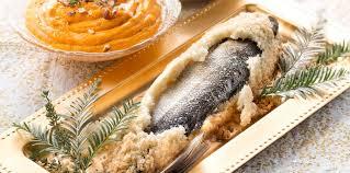cuisiner le loup loup au gros sel facile recette sur cuisine actuelle