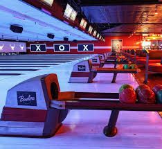 bowling alley lounge in kennesaw bowlero